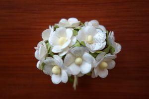 Бели цветчета от мълбери хартия, 15 мм
