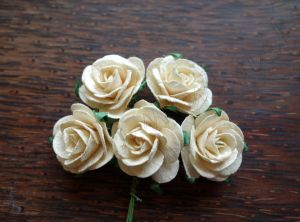 Рози, кремави, 25мм