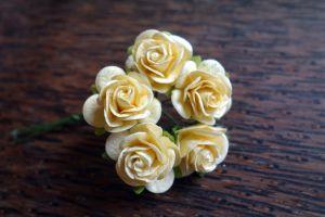 Рози от мълбери хартия, кремави, 20 мм